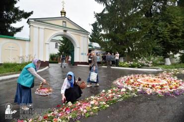 easter_procession_ukraine_pochaev_0440