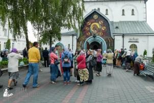 easter_procession_ukraine_pochaev_sr_0008