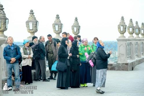 easter_procession_ukraine_pochaev_sr_0013