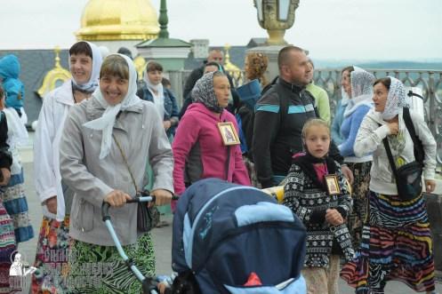 easter_procession_ukraine_pochaev_sr_0024