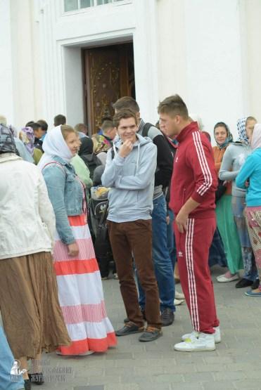 easter_procession_ukraine_pochaev_sr_0034