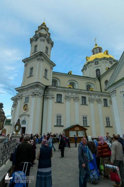 easter_procession_ukraine_pochaev_sr_0042