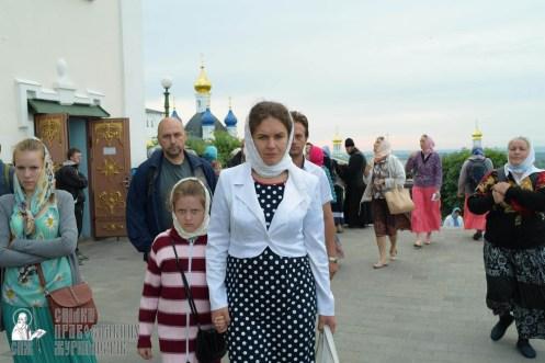 easter_procession_ukraine_pochaev_sr_0049