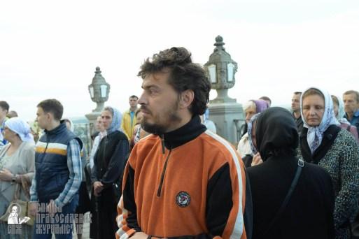 easter_procession_ukraine_pochaev_sr_0059