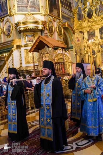easter_procession_ukraine_pochaev_sr_0092