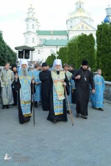 easter_procession_ukraine_pochaev_sr_0100