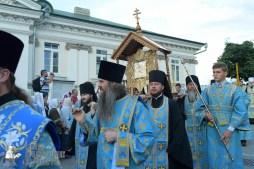 easter_procession_ukraine_pochaev_sr_0101
