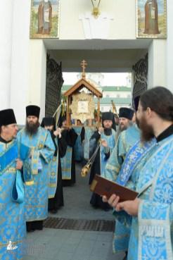 easter_procession_ukraine_pochaev_sr_0106