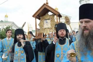 easter_procession_ukraine_pochaev_sr_0109