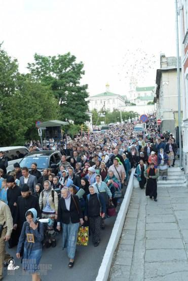 easter_procession_ukraine_pochaev_sr_0113