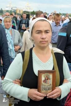 easter_procession_ukraine_pochaev_sr_0187