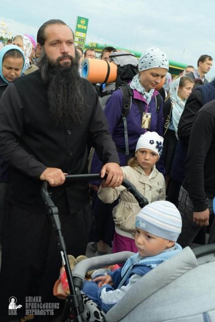 easter_procession_ukraine_pochaev_sr_0194