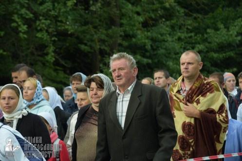 easter_procession_ukraine_pochaev_sr_0224