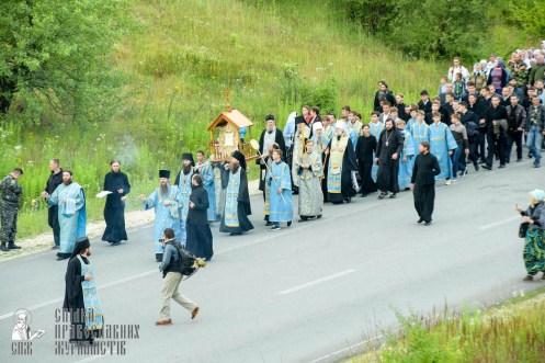 easter_procession_ukraine_pochaev_sr_0272