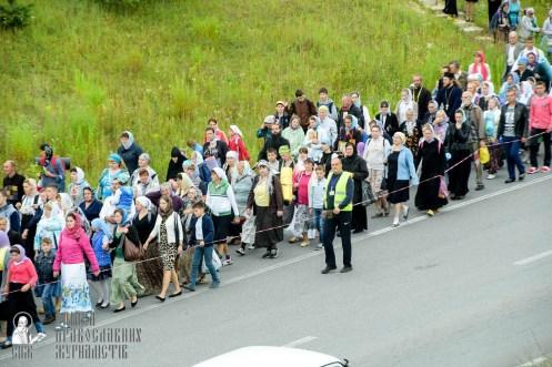 easter_procession_ukraine_pochaev_sr_0316