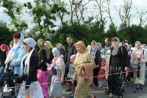 easter_procession_ukraine_pochaev_sr_0365