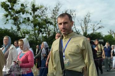 easter_procession_ukraine_pochaev_sr_0367