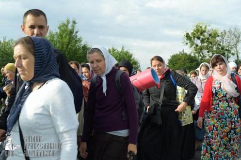 easter_procession_ukraine_pochaev_sr_0379