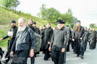 easter_procession_ukraine_pochaev_sr_0422