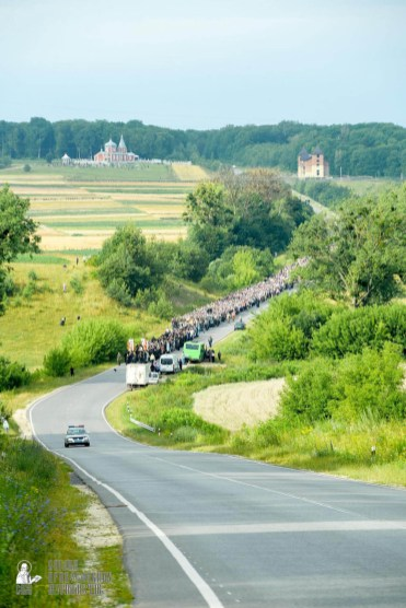 easter_procession_ukraine_pochaev_sr_0431