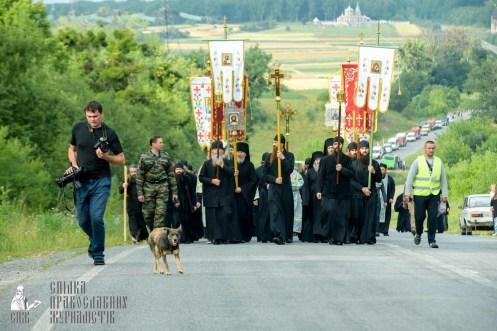 easter_procession_ukraine_pochaev_sr_0450