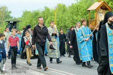 easter_procession_ukraine_pochaev_sr_0470