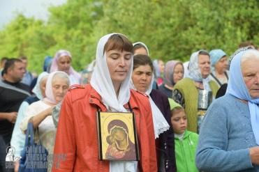 easter_procession_ukraine_pochaev_sr_0492