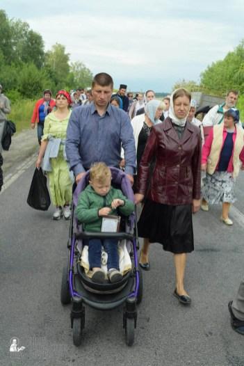 easter_procession_ukraine_pochaev_sr_0648