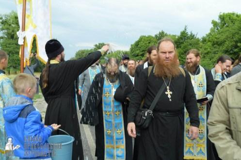 easter_procession_ukraine_pochaev_sr_0686