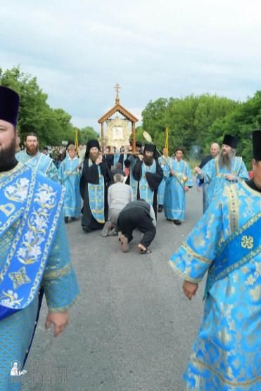 easter_procession_ukraine_pochaev_sr_0732