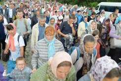 easter_procession_ukraine_pochaev_sr_0749