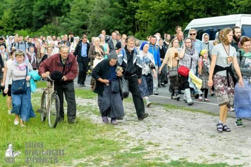 easter_procession_ukraine_pochaev_sr_0772
