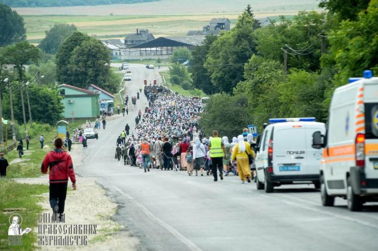 easter_procession_ukraine_pochaev_sr_0841