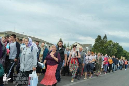 easter_procession_ukraine_pochaev_sr_0853