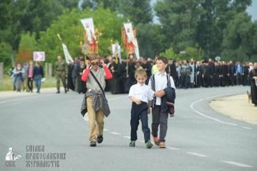 easter_procession_ukraine_pochaev_sr_0873