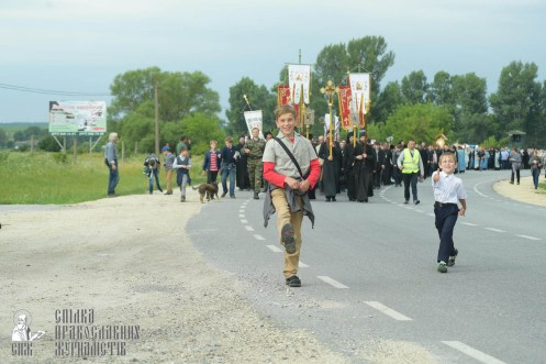 easter_procession_ukraine_pochaev_sr_0883