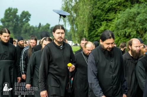 easter_procession_ukraine_pochaev_sr_0897