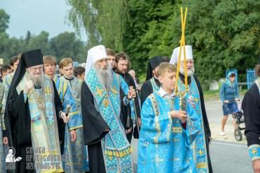 easter_procession_ukraine_pochaev_sr_0906