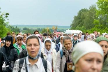 easter_procession_ukraine_pochaev_sr_0967