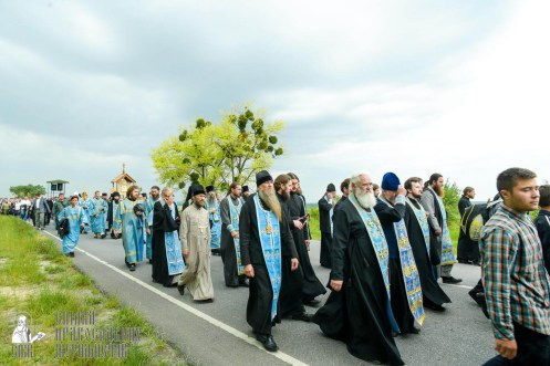 easter_procession_ukraine_pochaev_sr_0994