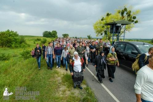 easter_procession_ukraine_pochaev_sr_1012