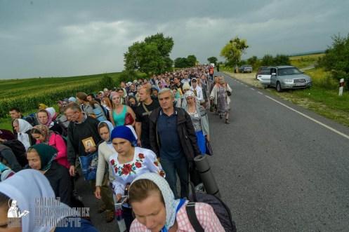easter_procession_ukraine_pochaev_sr_1038