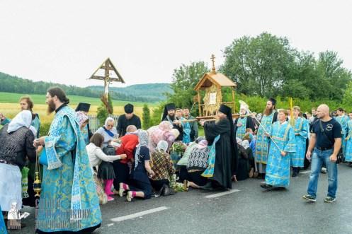 easter_procession_ukraine_pochaev_sr_1093