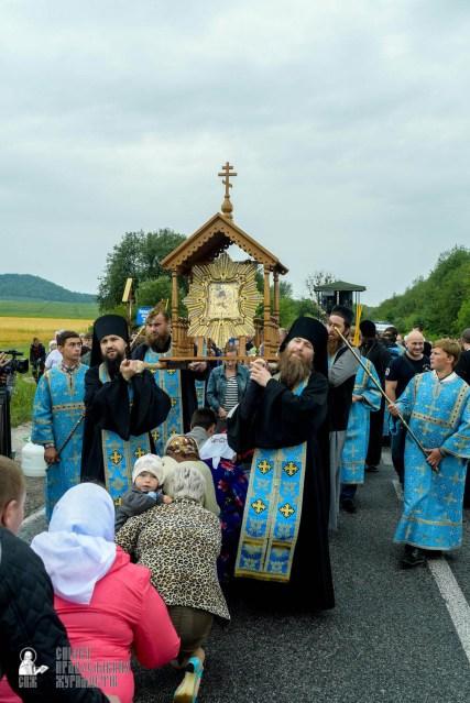easter_procession_ukraine_pochaev_sr_1119