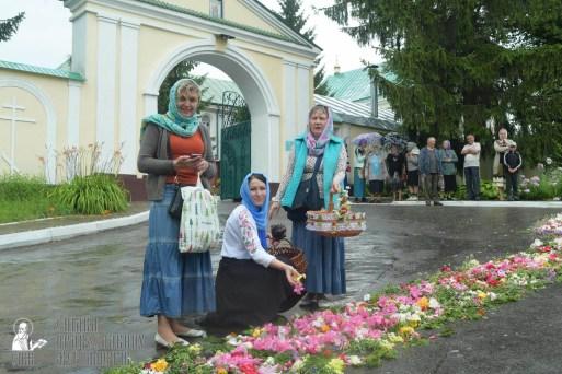 easter_procession_ukraine_pochaev_sr_1260
