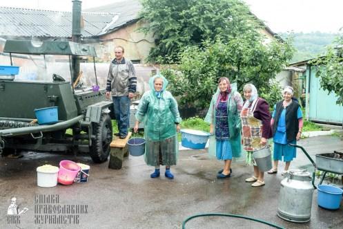 easter_procession_ukraine_pochaev_sr_1295