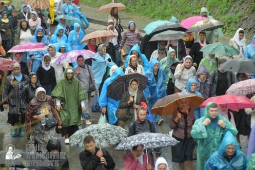 easter_procession_ukraine_pochaev_sr_1372