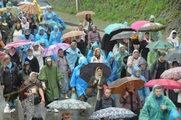 easter_procession_ukraine_pochaev_sr_1373