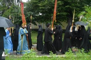 easter_procession_ukraine_pochaev_sr_1382