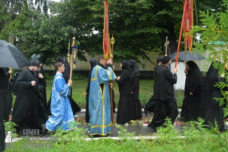 easter_procession_ukraine_pochaev_sr_1384